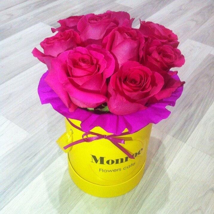 Мелкие розы букет в коробке, оптовая продажа цветов по спб